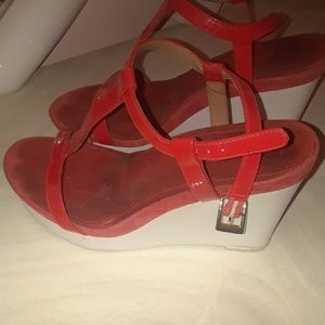 CALVIN KLEIN OPEN TOE RED AND WHITE PLATFORMS